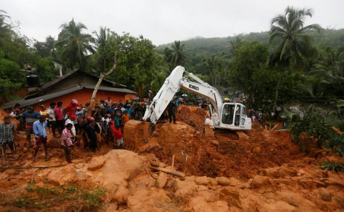 military-officials-landslide-village-bellana-kalutara-mission_7e8cd0c8-41fe-11e7-a718-97a052f84fc6